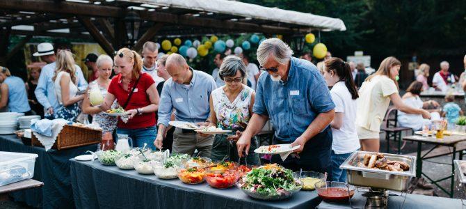 """Erstes gemeinsames Sommerfest aller Wirtschaftsjunioren in OWL am """"Bienenschmidt"""" im Teutoburger Wald"""